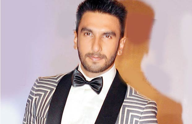 A Couple Asked Ranveer Singh To Click Their Picture And What He Did Is Truly An Inspiration.